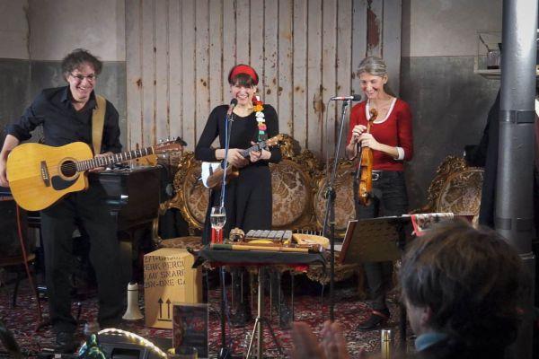 Musique in Aspik im N8stallung Livingroom